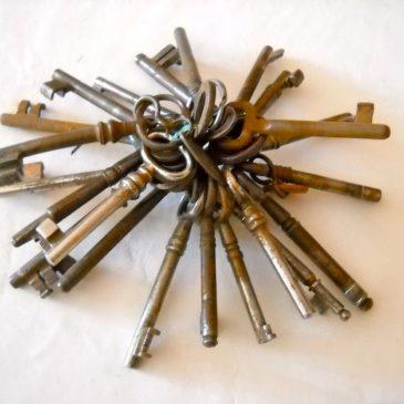 Furto chiavi e cambio serrature condominio, chi paga?